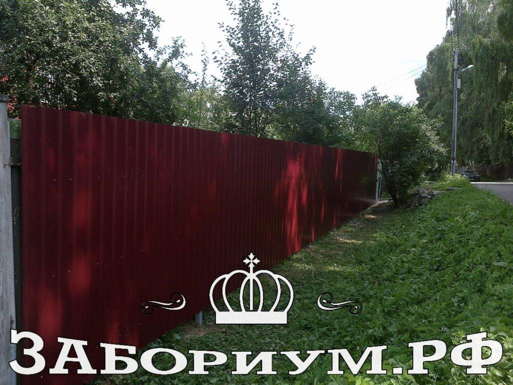 Забор из профнастила вдоль ж.д. станции Тайнинская
