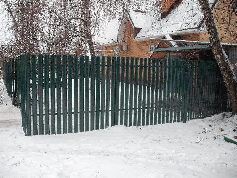 Установка забора из евроштакетника с откатными воротами в г. Коломна