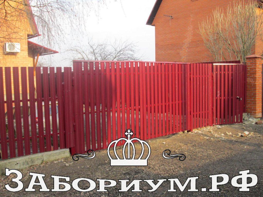 Забор из евроштакетника(металлического штакетника в Мытищах)