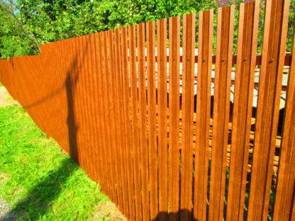 Забор из 2-х стороннего металлического  штакетника цвет античный дуб в г. Солнечногорск.