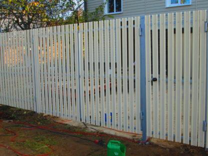 Забор из металлического штакетника в г. Солнечногорске
