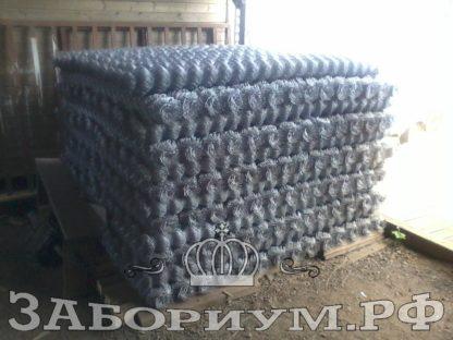 Забор из сетки-рабицы: особенности конструкции и установки