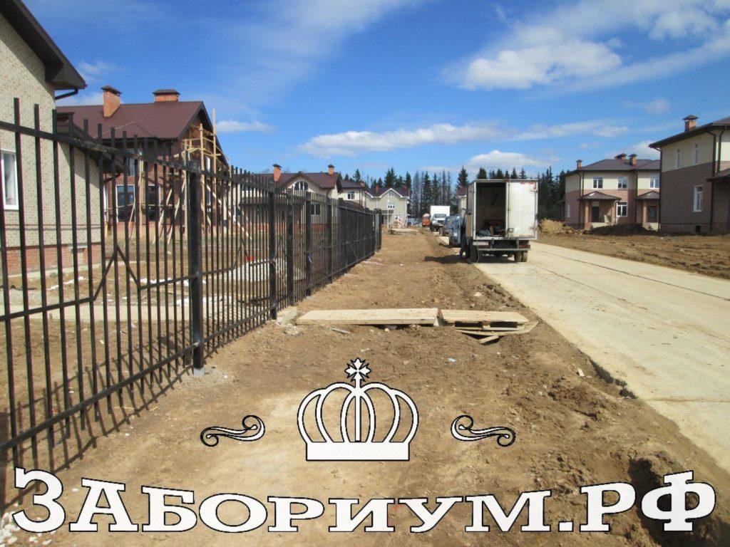 Строительство секционного забора из профильной трубы в г. Троицке
