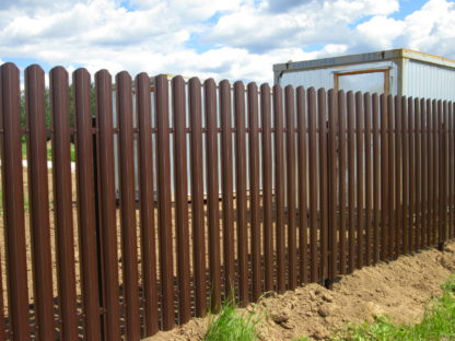 Забор из полукруглого штакетника Grand Line в г. Мытищи