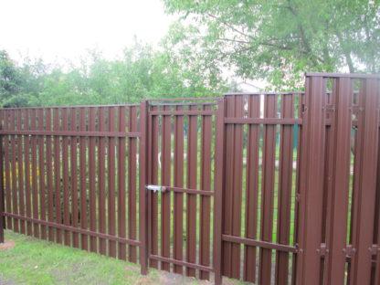 Комбинированный забор из 2-х стороннего профнастила и евроштакетника в г. Звенигород