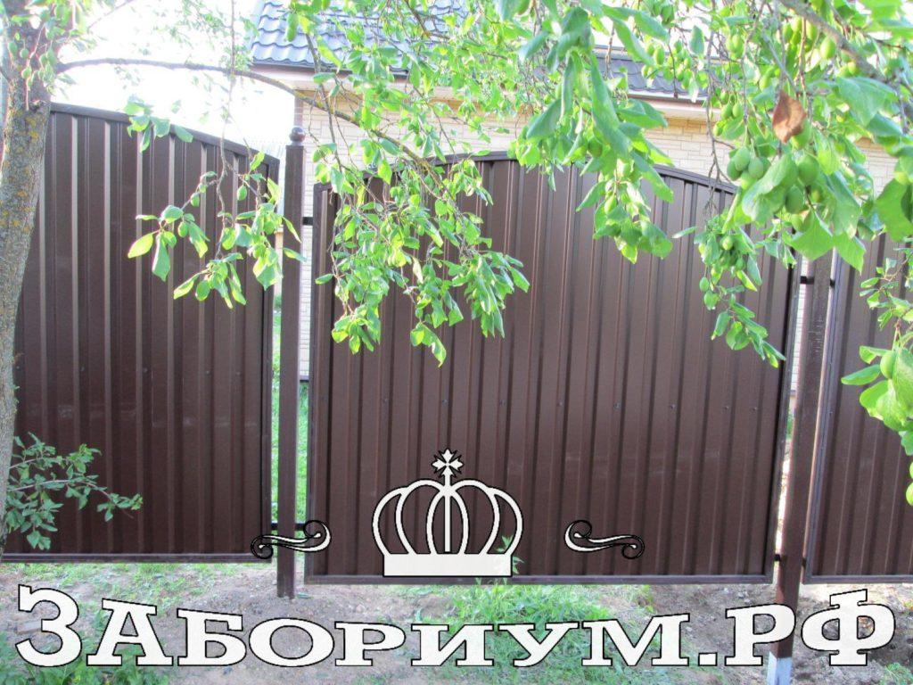 Забор из секционного профнастила в г. Истра