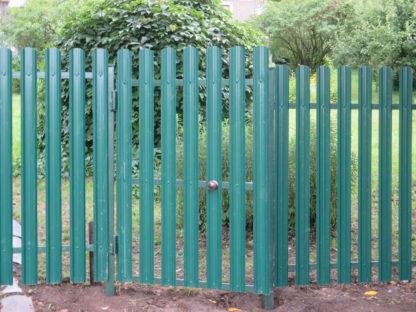 Забор из м-образного фигурного металлического штакетника в г. Орехово-Зуево
