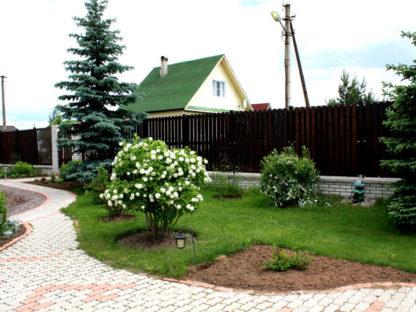 Забор — не только защитник, но и помощник садовода