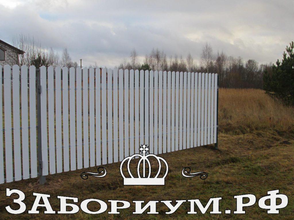Забор из белого металлического штакетника в г. Александров