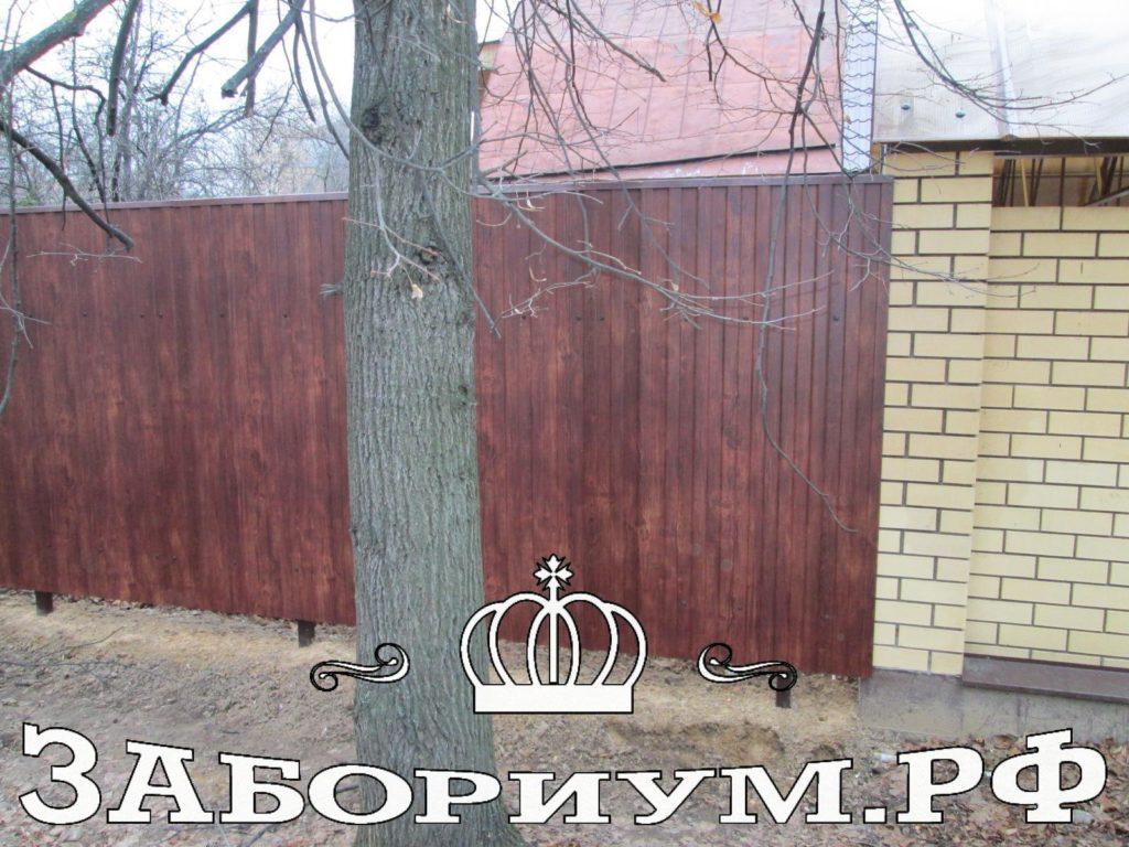 Забор из двухстороннего профнастила цвет «бразильская вишня» в г. Пушкино