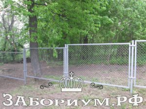 sekcionnyj zabor iz setki rabicy 300x225 Установка забора в Подмосковье