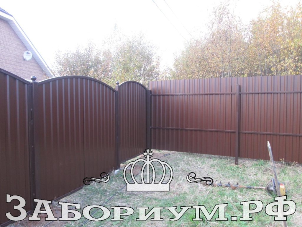 Строим забор из секционного профнастила  в г. Чехов