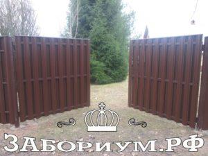 zabor iz metallicheskogo shtaketnika 300x225 Установка забора в Подмосковье