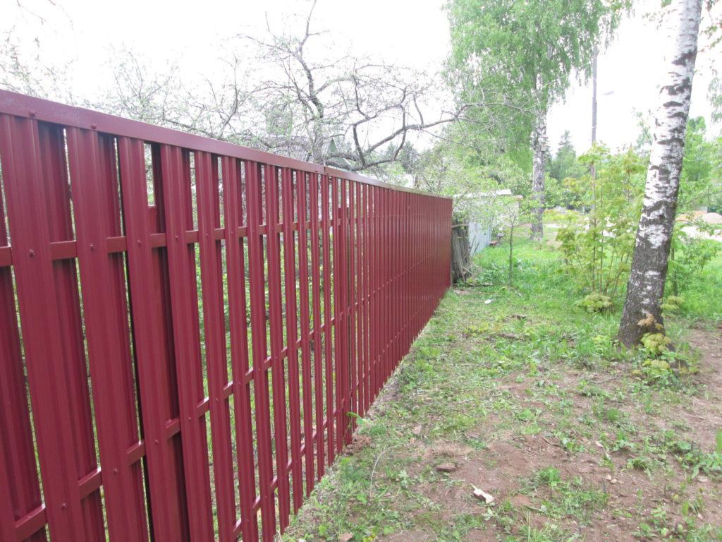 Забор из м-образного металлоштакетника в шахматном порядке в г. Наро-Фоминск