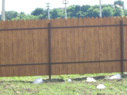 Забор из фигурного двухстороннего профнастила цвет золотой дуб в г. Королёв