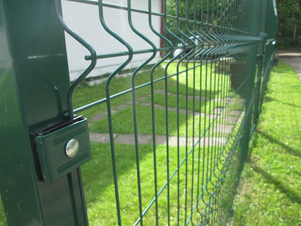 Забор из сварной сетки 3d с откатными воротами в г. Люберцы