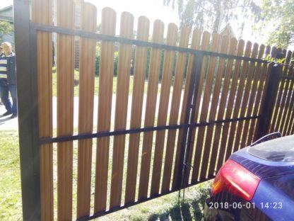 Забор из п-образного евроштакетника (цвет под дерево)