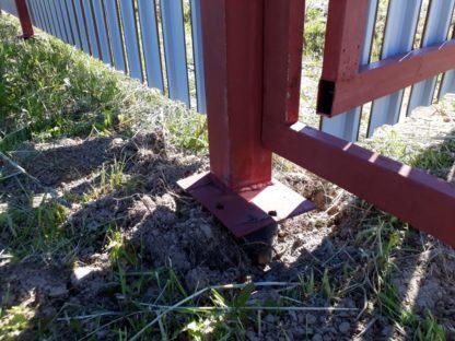 Забор из металлического штакетника на винтовых сваях в г. Чехов