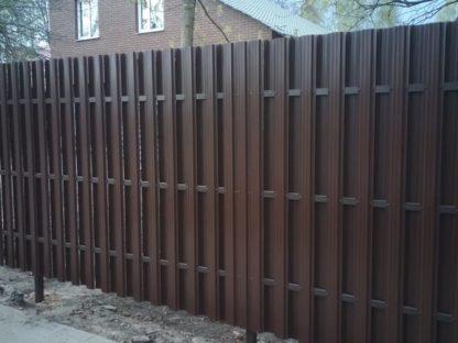 Забор из п-образного штакетника в шахматном порядке с откатными воротами в г. Покров