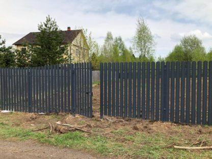 Забор из 2-х стороннего  штакетника (цвет 7024) в г. Волоколамск