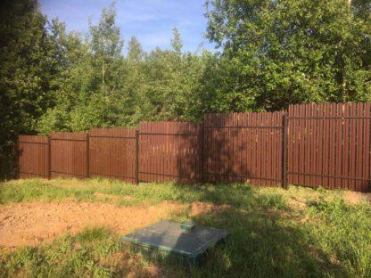 Забор из мет. штакетника на винтовых сваях в Дмитрове