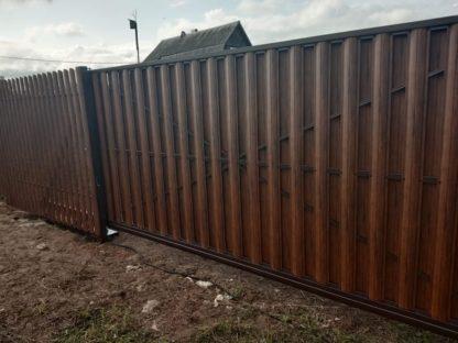 Забор из штакетника под дерево в шахматке с откатными воротами в г. Солнечногорск