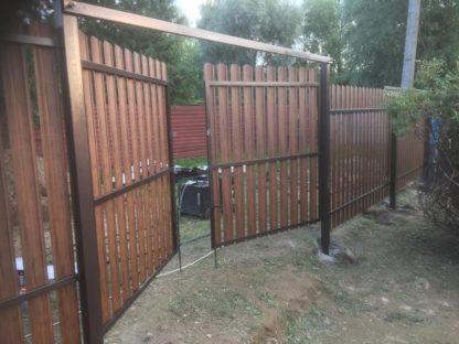 Забор из круглого штакетника на винтовых сваях в г. Долгопрудный
