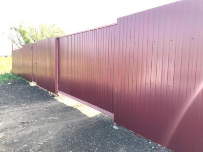 Забор из профнастила с откатными воротами в Мытищах