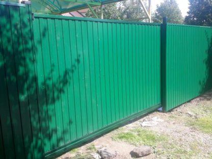 Забор из профнастила с автоматическими откатными воротами в г. Хотьково