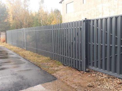Забор на сваях из металлического штакетника в г. Троицк